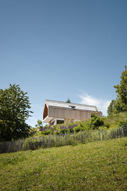 a-contemporary-alpine-farmhouse-in-carinthia-austria-9