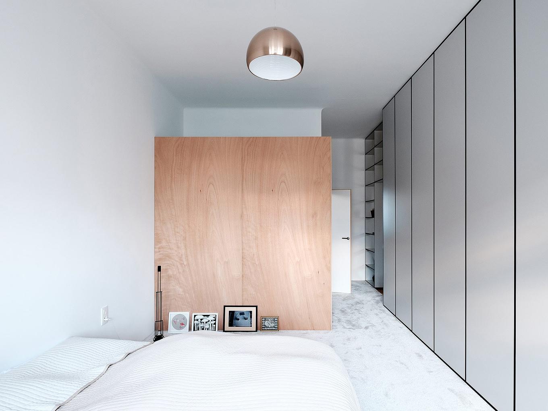 modern-apartment-wiht-hidden-room-15