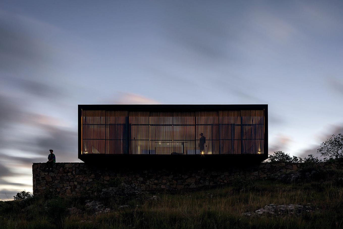 retreat-in-finca-anguy-mapa-architects-gessato-4