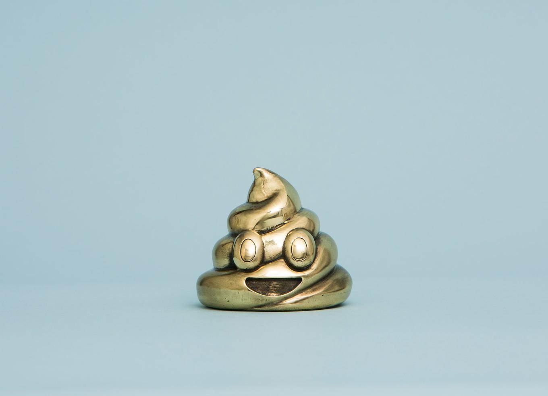 the-mini-poo-emoji-sculptures-by-matthew-lapenta-6