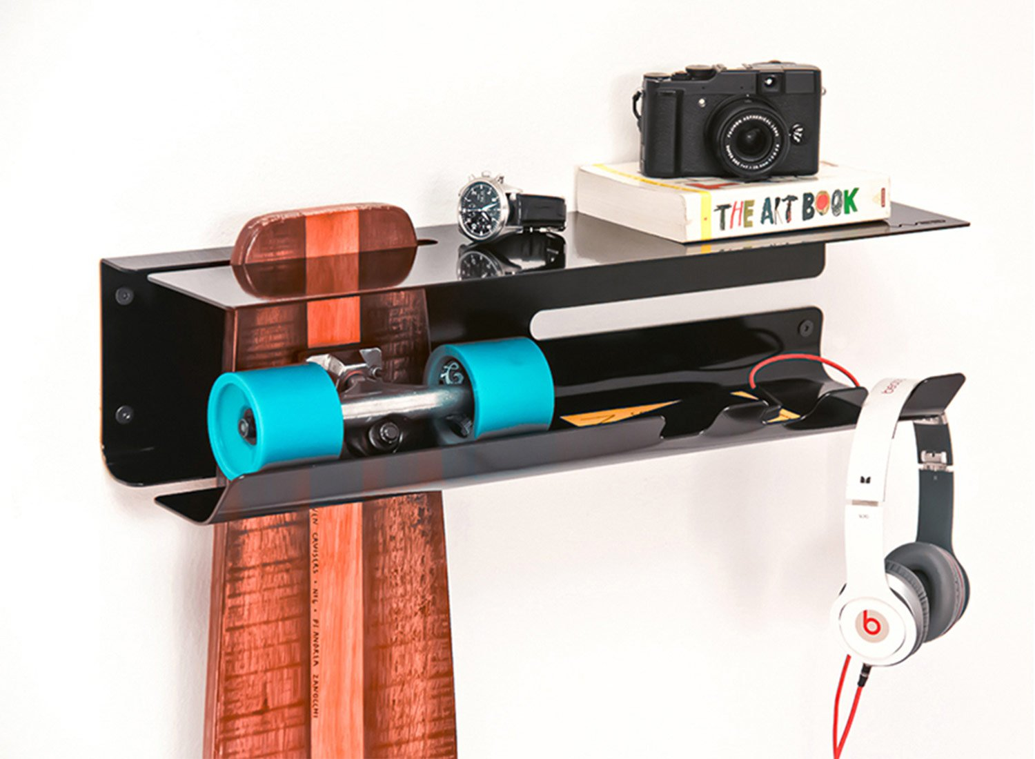 wall-ride-skateboard-longboard-storage-solution-by-zanocchi-starke-2