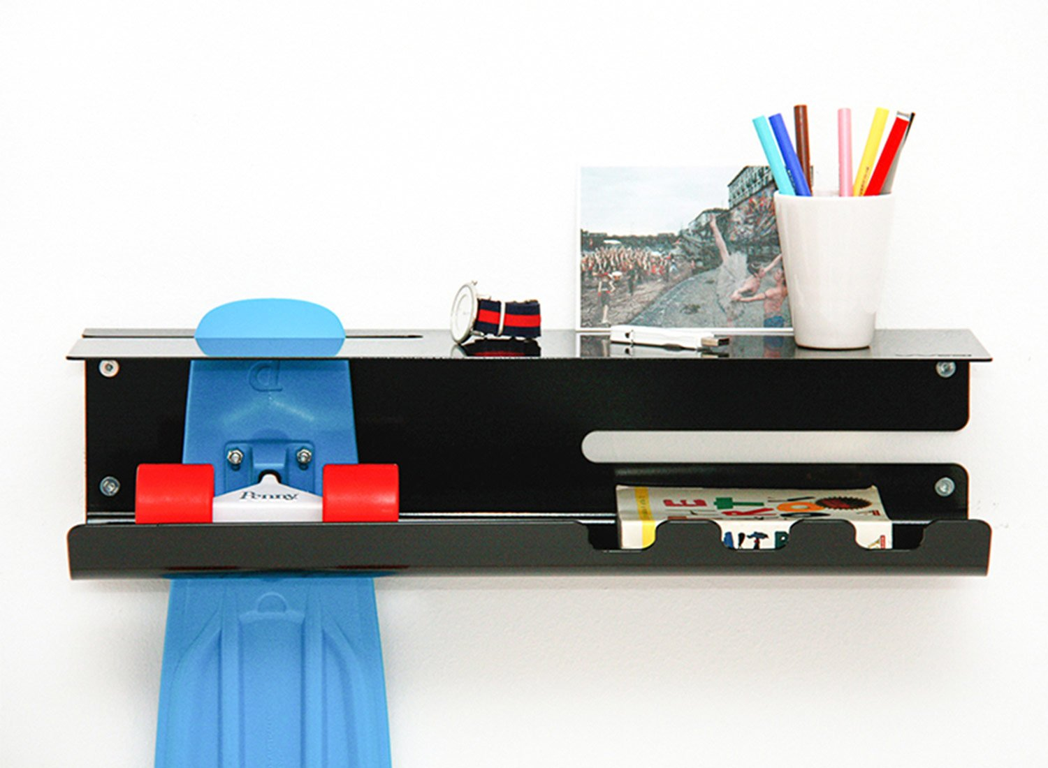 wall-ride-skateboard-longboard-storage-solution-by-zanocchi-starke-3